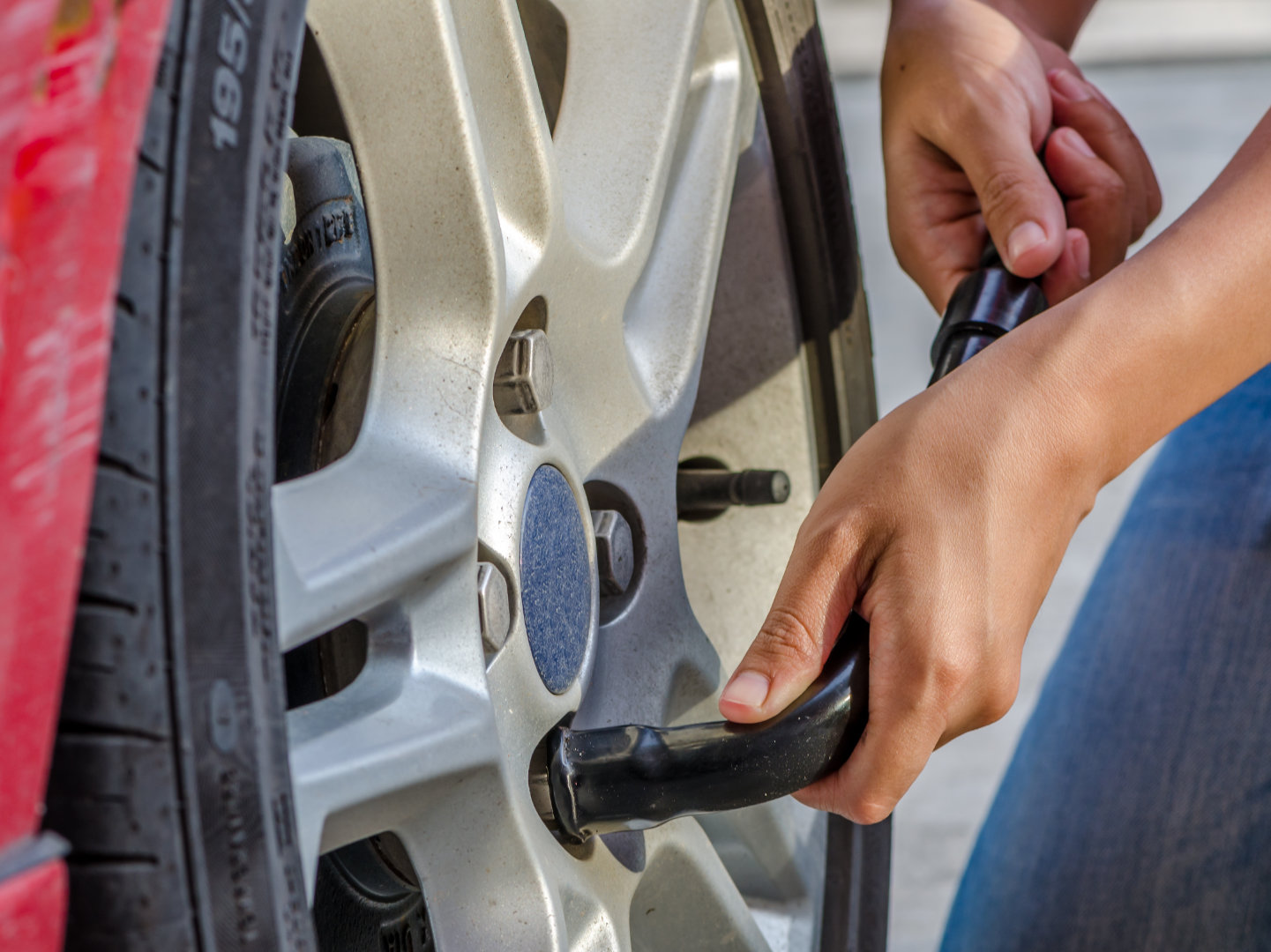 Why New Drivers Should Know How to Change a Flat Tire