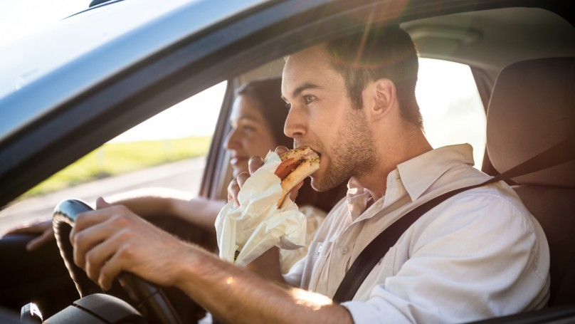 bad habits: eating while driving